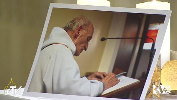 Imagem de padre Hamel na Missa desta manhã / Foto: Reprodução CTV
