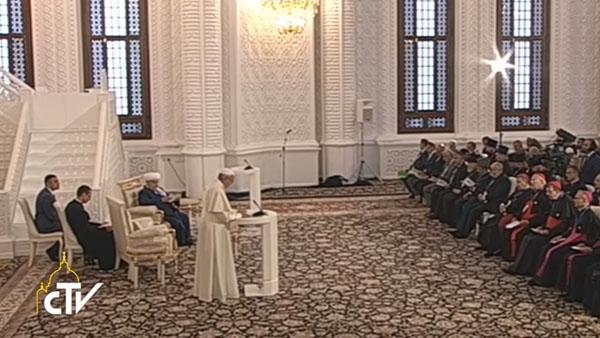 Papa durante encontro inter-religioso no Azerbaijão / Foto: Reprodução CTV