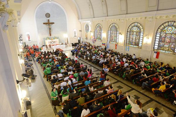 Catequese em língua espanhola no início das catequeses da JMJ (Foto: Robson Siqueira/CN)