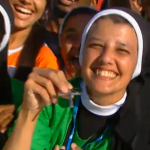 Jovens testemunham seu encontro com o Papa