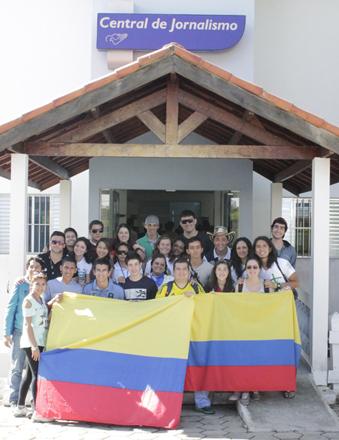 Colombianos visitando o jornalismo da Canção Nova