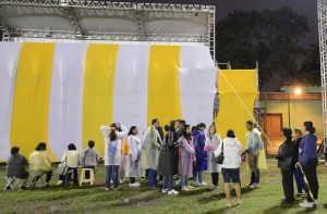 Comunidade de Varginha chega cedo e aguarda visita do Papa