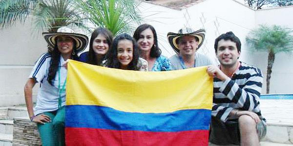 Jovens colombianos são acolhidos na casa de José Carlos durante a Semana Missionária / Foto: Arquivo Pessoal