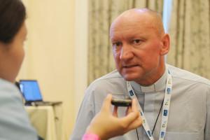 Padre Adam Parszywka Foto: Jéssica Maçal
