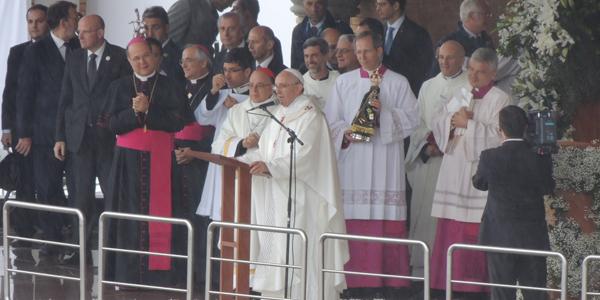 Fiéis vibram a notícia do Santo Padre - Foto: Alessandra Borges / CN