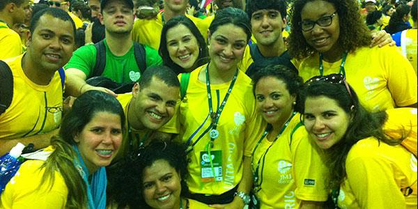Jovem Yasmini, de 23 anos, voluntária do Rio de Janeiro