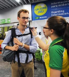 Peregrinos estrangeiros chegam ao Rio de Janeiro para JMJ
