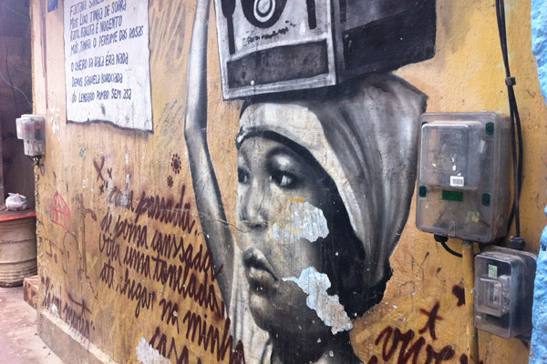 Arte feita nos muros da comunidade do Cantagalo (Foto: Daniel Machado)