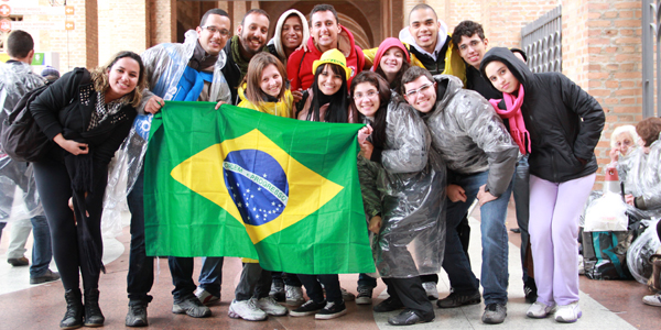 14 Jovens de São Paulo ficaram próximos do Papa Francisco durante do trajeto de papamóvel. Foto: Deivenson