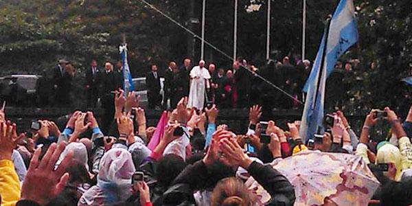 Pontífice se reúne com jovens argentinos em Catedral Metropolitana de São Sebastião. Foto: Exequiel Alvarez