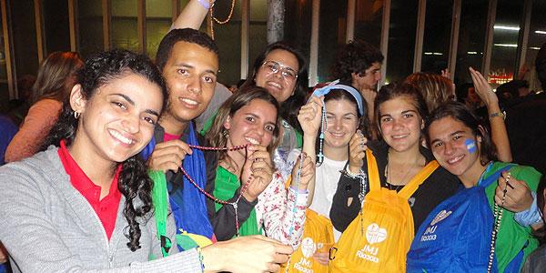 Brasileiros, argentinos, fraceses e americanos na estação de metrô carioca/Foto; Elcka Torres -CN