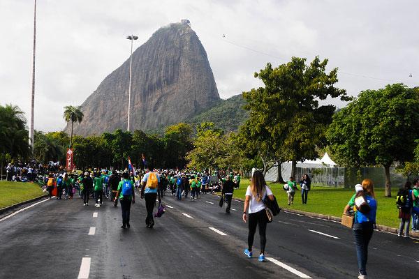 Jovens iniciam peregrinação até a Praia de Copacabana