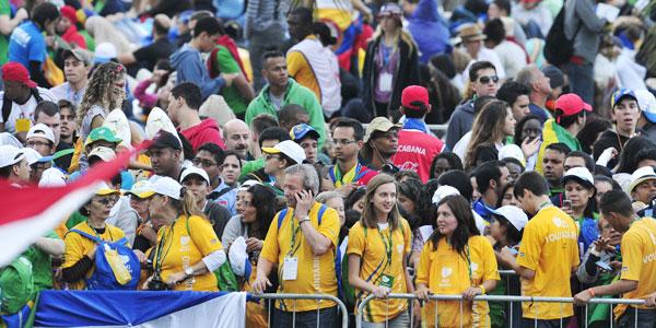 Desde as 10h, eles já esperam pelo Papa em Copacabana