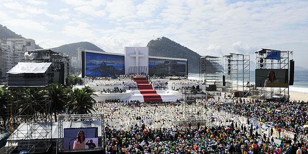 Juventude presente na Missa de Envio, na Praia de Copacabana. Foto: Ed Alves