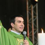 Em Missa na Cidade da Fé, Padre Fábio de Melo reza pela JMJ