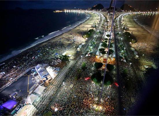 Festa de Acolhida: multidao em copacabana