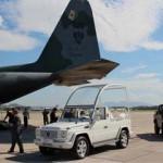 Papamóvel chega ao Rio de Janeiro para a JMJ Rio2013