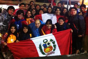 Grupo de peruanos muito animados na JMJ (Foto Daniel Machado/CN)