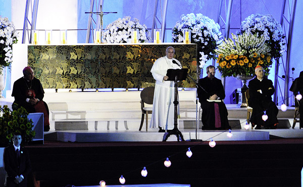 Papa discursa aos jovens durante vigília de 3 milhões de pessoas em Copacabana (Foto: Ed Alves)