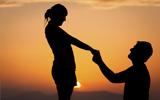 De joelhos diante da mulher que se ama