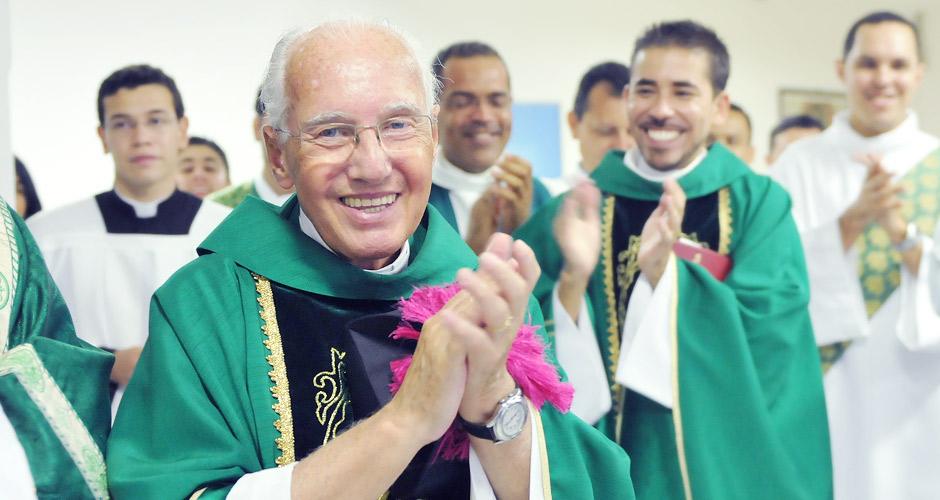 Padre Jonas: Feito tudo para todos