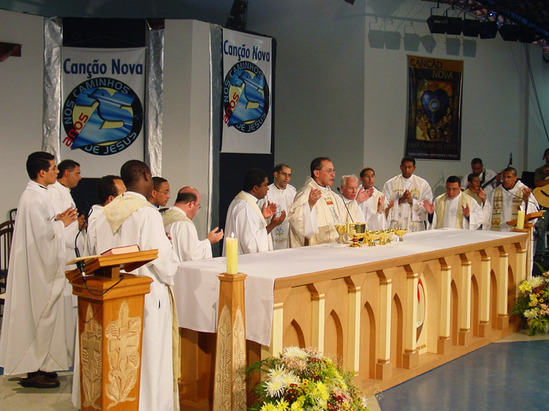 Padre Jonas Abib celebrou os 25 anos da Comunidade Canção Nova
