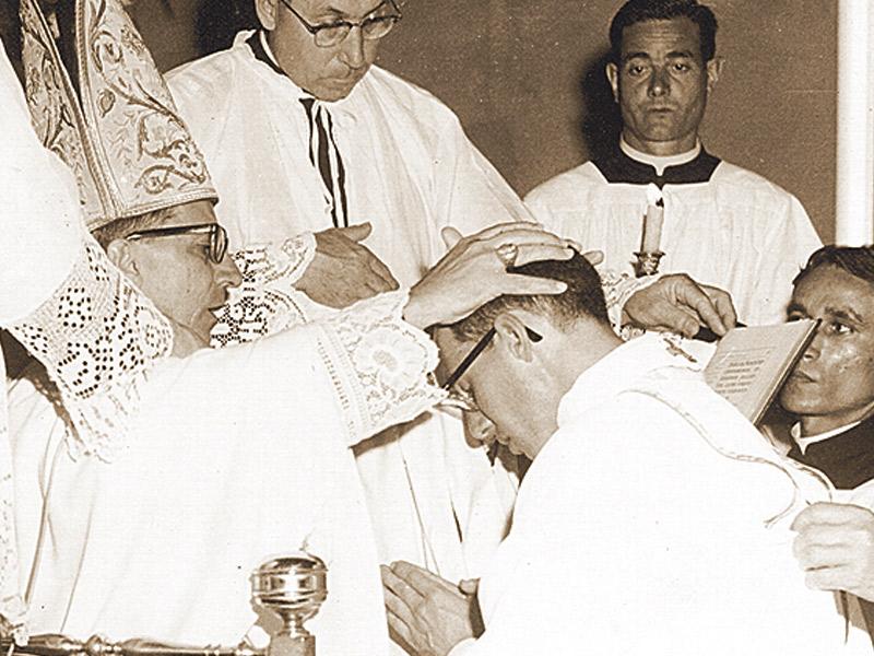 Ordenado sacerdote em 1964