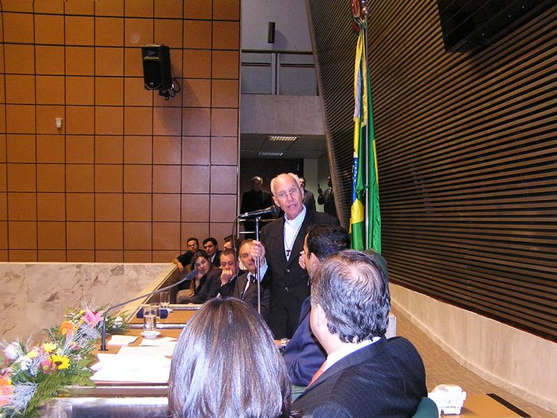 Monsenhor Jonas recebe homenagem honrosa na câmara dos deputados em Brasília