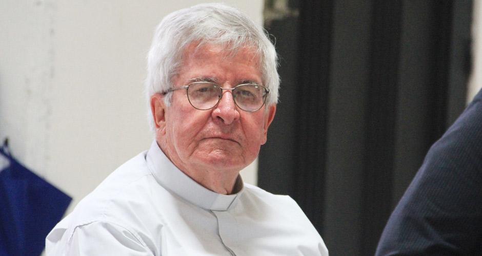 Padre colombiano homenageia monsenhor Jonas Abib 940x500