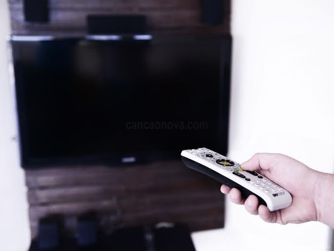 Precisamos ter uma atitude ativa diante da tv