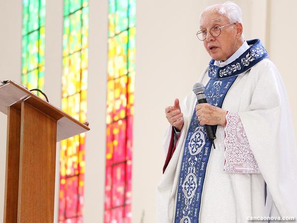 Monsenhor Jonas celebra Santa Missa em ação de graças pelos seus 52 anos de sacerdócio.
