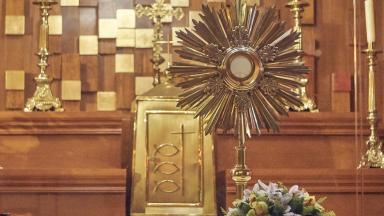 Adorar Jesus na Eucaristia