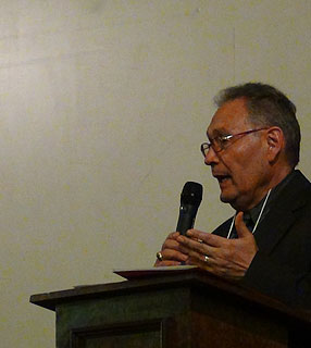 Diretor de Coordenação Latino-Americana da Human Life International, Mario Rojas, durante palestra